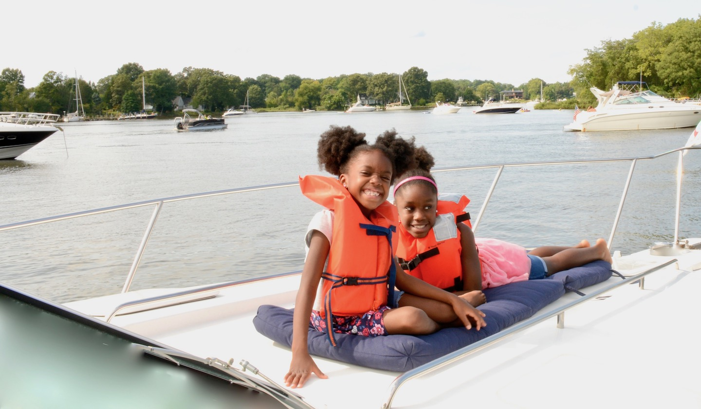Powerboat Charter Chesapeake Bay, Annapolis MD family friendly