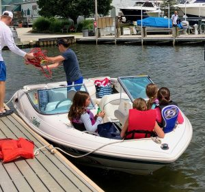 bow-rider-chesapeake-bay-bareboat-yacht-annapolis-south-river-water-skii