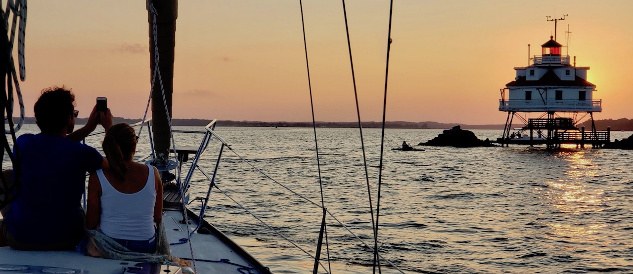 Sunset-Sailboat-Couple-thomas-pont-shoal-light-houxe-tpur-chesapeake-bay-south-river