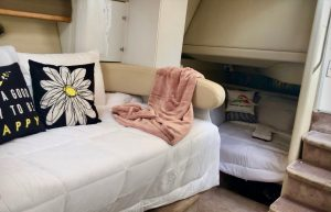 romantic-sunset-cruise-charter-annapolis-chesapeake-bay-maryland-thomas-point-light-house-south-river-maryland-boat-charter-rental-baltimore-yacht-captain-sailboat-powerboat-12-twelve-people-overnight-bed-breakfast-annapolis